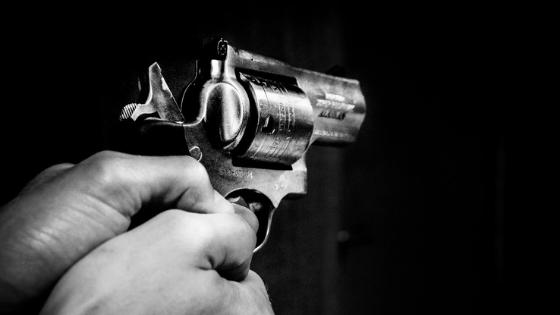 hold handgun for maximum accuracy